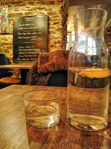 la carafe d'eau et sa rondelle de citron : sensation de fraicheur !
